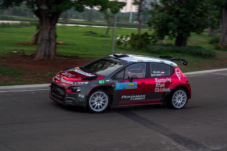 Sean Gelael saat mengikuti Meikarta Sprint Rally di Central Park Meikarta, Cikarang, Bekasi.