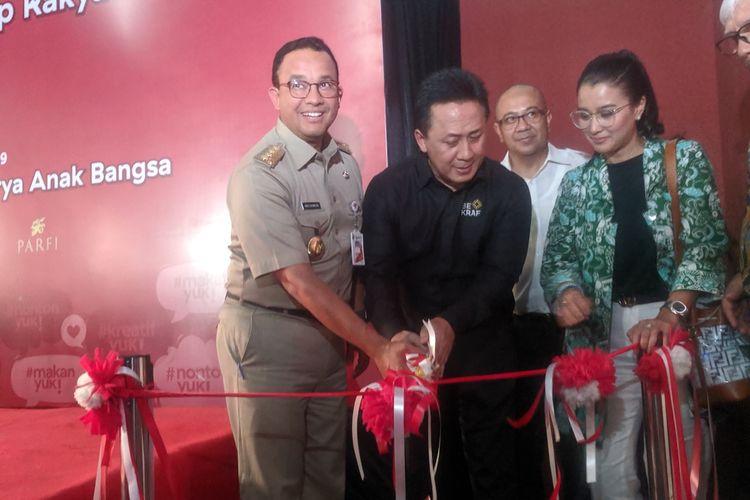 Gubernur DKI Jakarta Anies Baswedan meresmikan bioskop rakyat di Teluk Gong, Penjaringan Jakarta Utara, Senin (7/10/2019).
