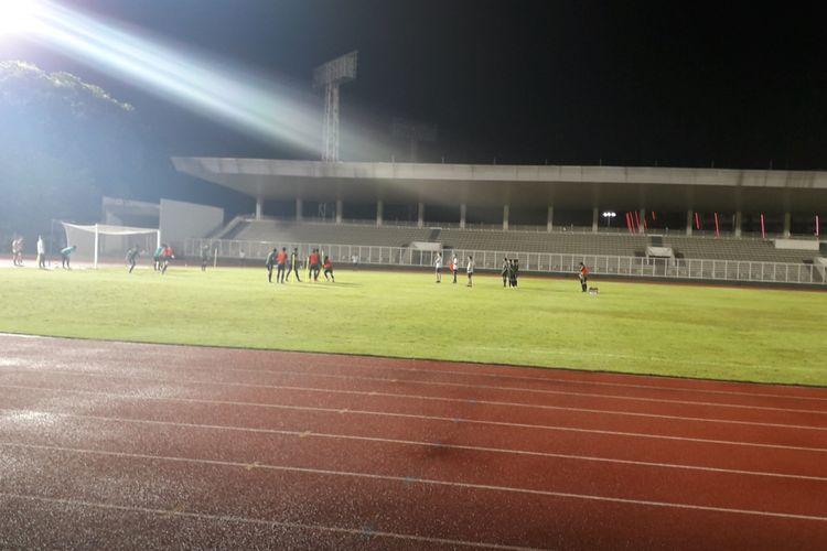 Sesi latihan tim nasional Indonesia yang dipimpin langsung pelatih Simon McMenemy di Stadion Madya, Kompleks GBK, Jakarta, Kamis (21/3/2019).