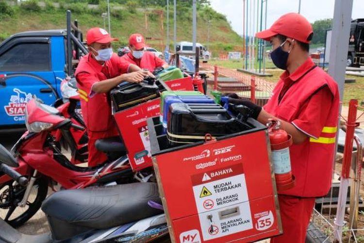 Pelayanan pesan-antar (via motor) merupakan salah satu bentuk layanan Pertamina untuk memudahkan transaksi jual-beli BBM kepada masyarakat.