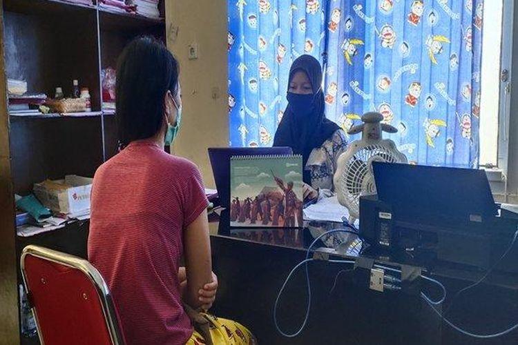 LN (19) ibu di Muaraenim yang tega membunuh anaknya karena tak mau makan, saat diperiksa polisi