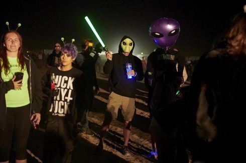 Ribuan Fans Alien Datangi Area 51 di Padang Pasir Nevada, 5 Orang Ditahan