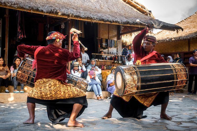 Pertunjukan Gendang Beleq di Desa Sade, Lombok, NTB.