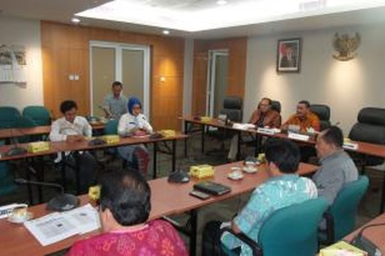 Rapat hak angket yang digelar di Gedung DPRD DKI, Jumat (13/3/2015). Rapat digelar dalam rangka mendengarkan keterangan Deputi Gubernur DKI bidang Pariwisata Sylviana Murni, terkait kapasitas Veronica Tan dan Harry Basuki dalam sebuah rapat di Balai Kota DKI Jakarta.