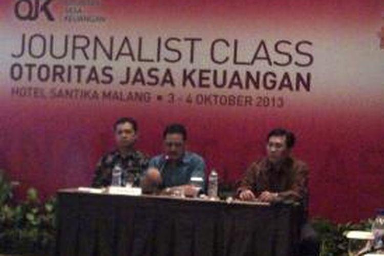 Suasana saat acara Journalist Class yang digelar Otoritas Jasa Keuangan (OJK) di Hotel Santika Malang, yang diikuti oleh para jurnalis dari beberapa daeraH di Jawa Timur, Jumat (04/10/2013).