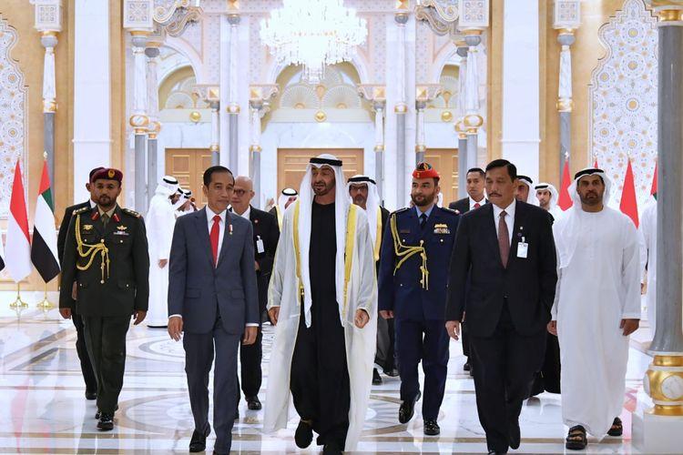 Presiden Jokowi bertemu dengan Putra Mahkota Abu Dhabi dan Wakil Panglima Tertinggi Angkatan Bersenjata UEA Mohamed bin Zayed di Istana Kepresidenan Qasr Al Watan di Abu Dhabi, UEA, pada Minggu (12/2/2020).