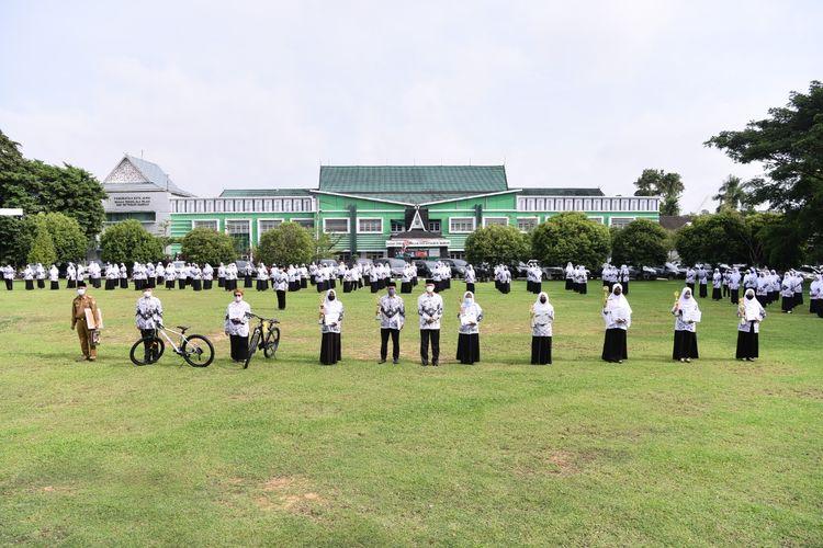 Guru usai melaksanakaan upacara saat mempringati Hari Guru Nasional 25 November lalu