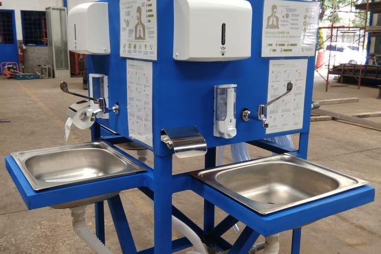 Teknologi wastafel portabel yang diberi nama moveable hand-washer (MHW) bikinan Universitas Indonesia, siap didistribusikan di tempat-tempat strategis di masa pandemi Covid-19.