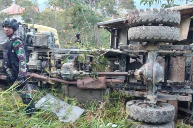 Kondisi truk TNI yang terbalik akibat rem blong di Kampung Mamba, Distrik Sugapa, Kabupaten Intan Jaya, Jumat (11/9/2020).
