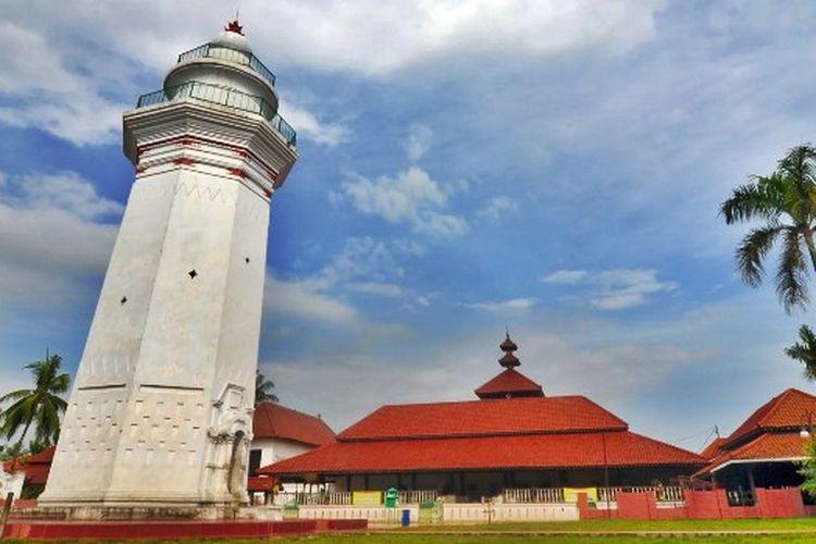 salah satu obyek wisata religi di Banten yaitu Masjid Agung Banten.