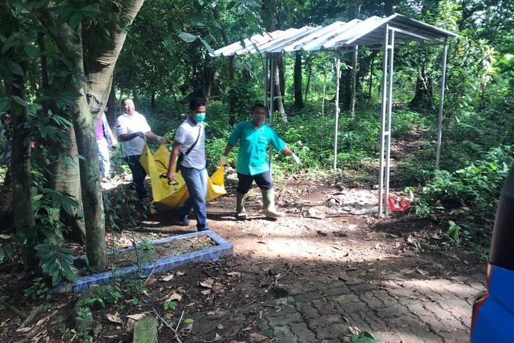 Mayat tanpa identitas ditemukan di TPU Kampung Singapadu, Kecamatan Curug, Kota Serang, Banten, Minggu (2/2/2020).