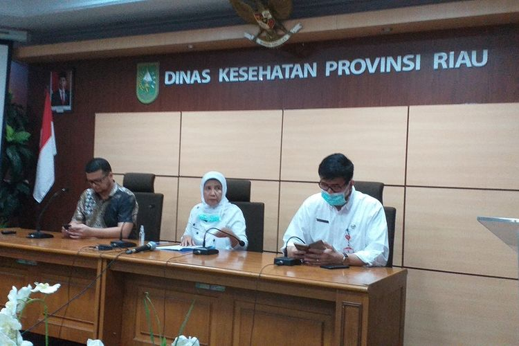 Dinkes Riau mengadakan konferensi pers terkait satu pasien positif virus corona di Riau, Rabu (18/3/2020).