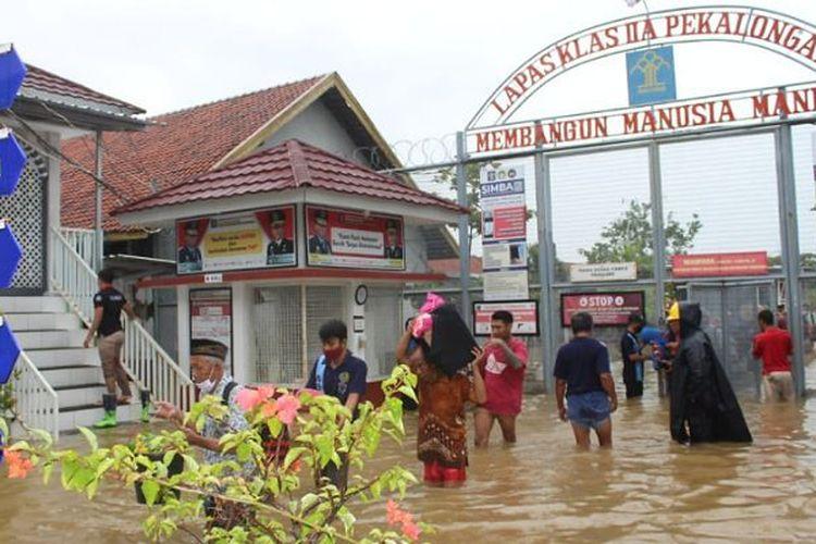 Suasana banjir di Lapas Pekalongan Jawa Tengah