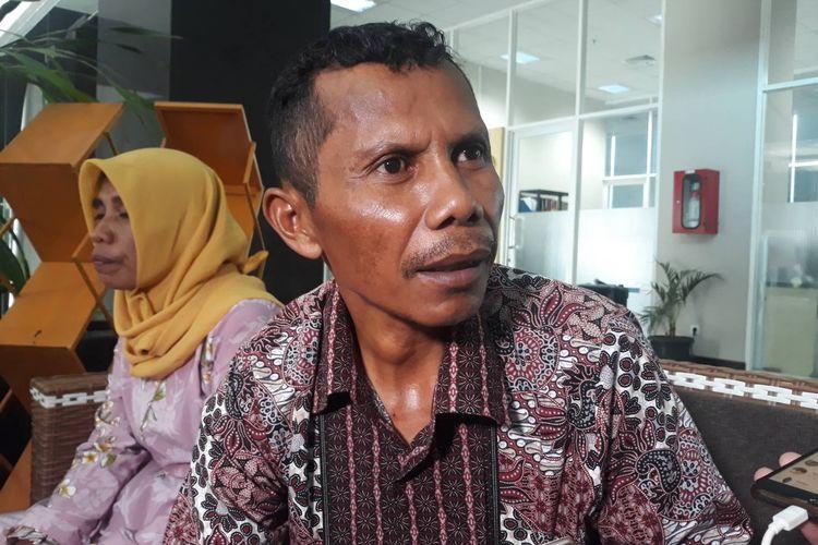 La Sali, orang tua Randi, mendatangi kantor LPSK, Jakarta Timur, Jumat (13/12/2019).