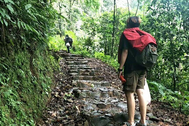 Perjalanan menuju camping ground kawasan wisata Situ Gunung, Sukabumi, Jawa Barat.