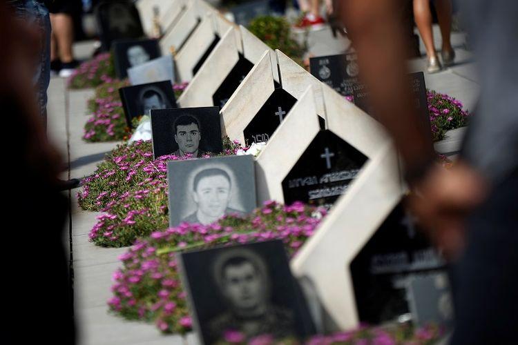 Kuburan tentara Georgia yang terbunuh selama perang dengan Rusia di wilayah Ossetia Selatan yang memisahkan diri pada 2008 di Tbilisi, Georgia 8 Agustus 2017.