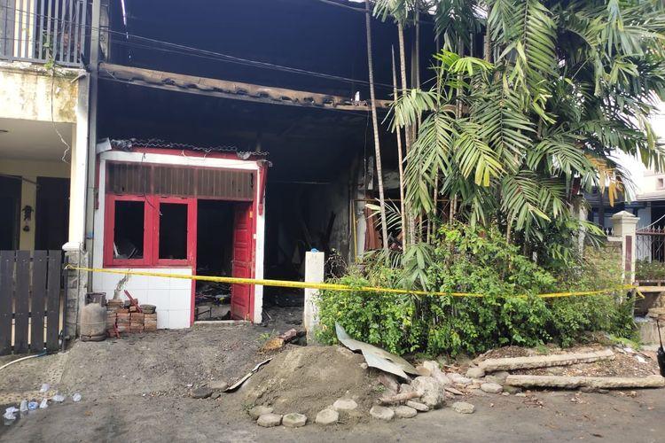 Rumah warga dua lantai di Jalan Griya Jatimurni Blok D Nomor 11 RT 004 RW 005, Jatimurni, Pondok Melati, terbakar Senin (13/72020) pagi tadi.