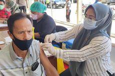TNI, Polri, dan IPDN Gelar Vaksinasi Massal Jelang PON XX 2021 di Papua