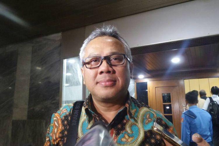 Ketua Komisi Pemilihan Umum (KPU) Arief Budiman di Kompleks Parlemen, Senayan, Jakarta, Selasa (6/6/2017).