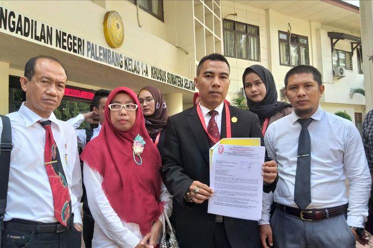 Kuasa Hukum Obby Frisman Arkataku (24) mengajukan praperadilan ke Pengadilan Negeri Klas 1A Palembang terkait penetapan status tersangka kasus penganiayaan siswa SMA Taruna Indonesia, Senin (22/7/2019).