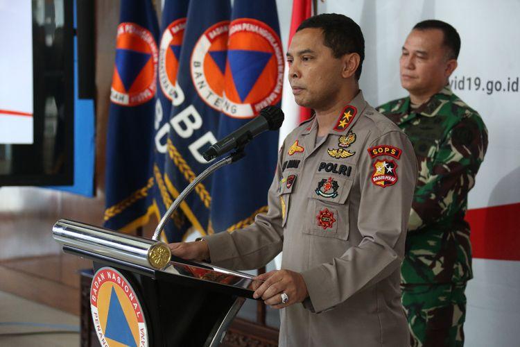 Asisten Kapolri bidang Operasi (Asops) Irjen Herry Rudolf Nahak, saat memberikan keterangan pers di Graha BNPB, Jakarta, Sabtu (4/4/2020).