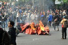 Demo di Bandung Diwarnai Aksi Vandalisme hingga Perusakan Fasilitas Publik