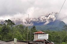 Indonesia's Mount Merapi Continuously Spews Hot Clouds and Ash