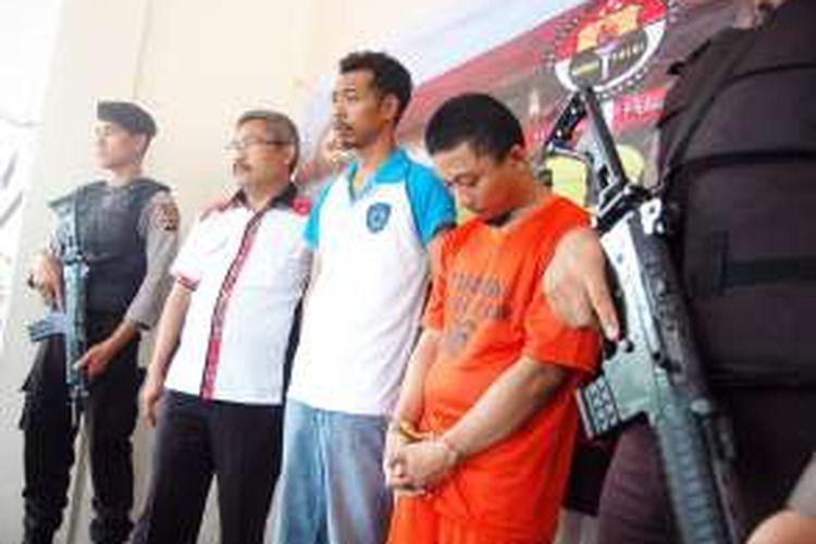 Juli Ekowinoto (31), satu dari empat pelaku perampokan terhadap sopir Grabcar di Tol Jagorawi ditangkap jajaran Polres Bogor, Kamis (12/1/2017).