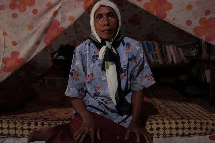 Tinggal saya saja di dusun ini. Tidak ada temannya, Mak Jah, satu-satunya warga yang tersisa di dusun yang tenggelam di Demak, Jawa Tengah