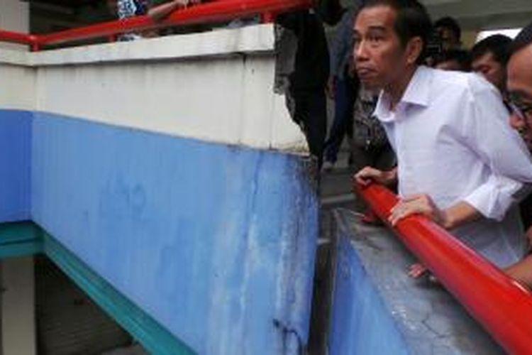 Gubernur DKI Jakarta Joko Widodo mengunjungi Blok G pasar Tanah Abang, Jakarta Pusat, Selasa (6/8/2013) siang.