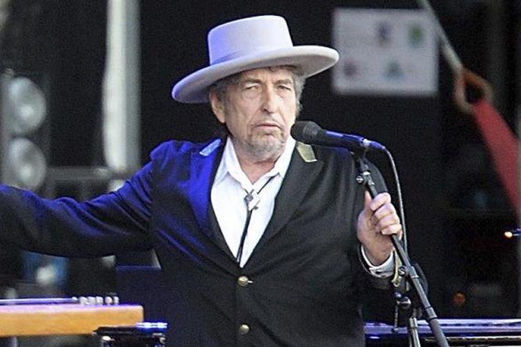 Penyanyi dan penulis lagu AS, Bob Dylan, tampil di Festival Les Vieilles Charrues di Carhaix, Perancis, pada 22 Juli 2012. Dylan ditetapkan sebagai pemenang Hadiah Nobel Sastra pada Kamis (13/10/2016).
