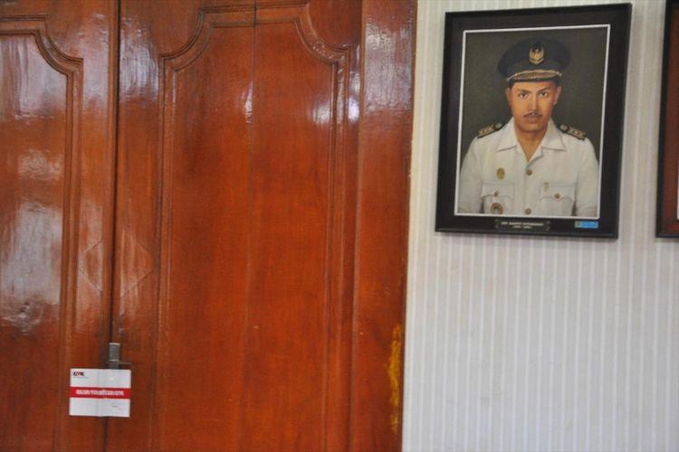 Rumah dinas Bupati Kudus, M Tamzil disegel KPK, Jumat (26/7/2019) siang.