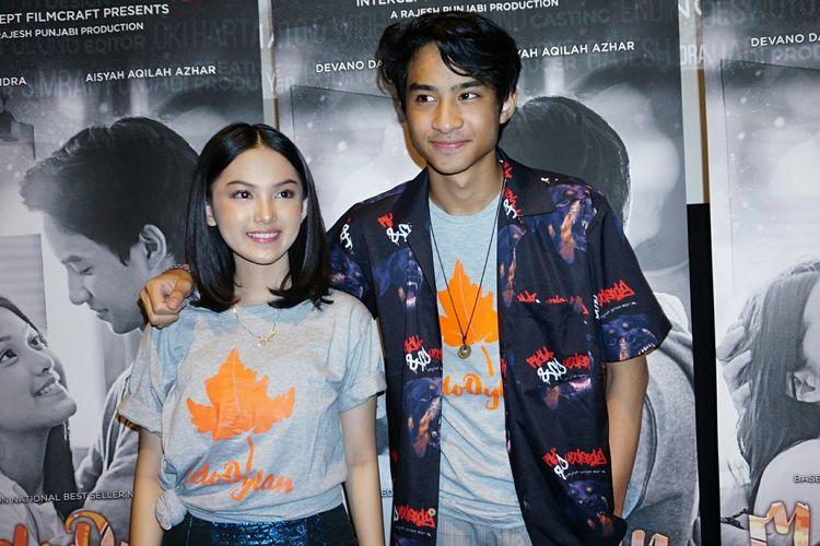 Devano Danendra bersama Aisyah Aqilah dalam jumpa pers gala premiere film MeloDylan di Metropole XXI, Mentang, Jakarta Pusat, Senin (1/4/2019).