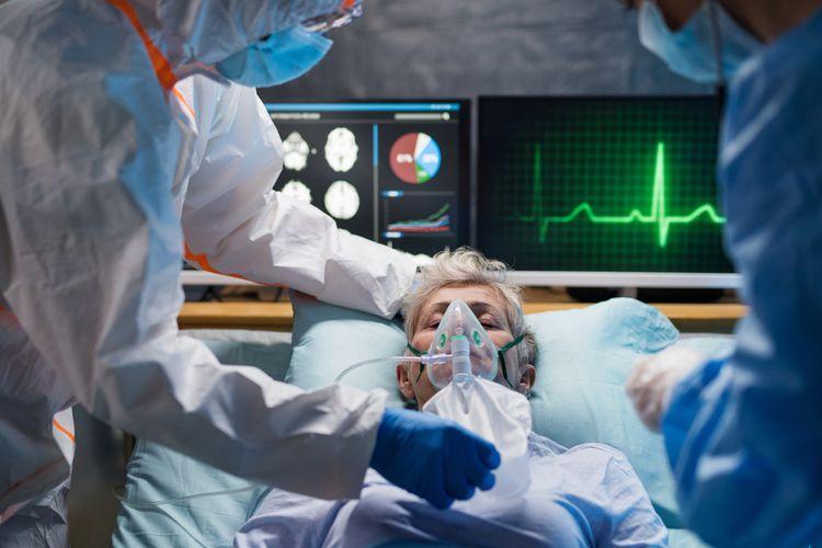 Ilustrasi pasien Covid-19 yang membutuhkan ventilator, umumnya menunjukkan gejala delirium. Gejala delirium Covid-19 menyebabkan hilang kesadaran, pasien umumnya datang ke IGD sambil mengigau, hilang fokus. Kebanyakan ditemukan pada pasien dewasa yang lebih tua, dengan rata-rata usia di atas 70 tahun.