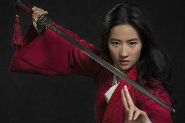 Aksi Crystal Liu sebagai Mulan dalam film Mulan