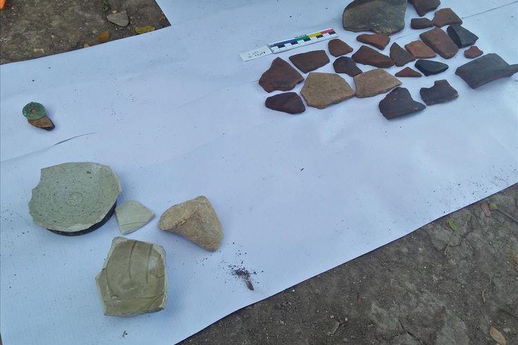 Keramik dan sisa pecahan tembikar yang ditemukan di sekitar Situs Pataan di Dusun Montor, Desa Pataan, Kecamatan Sambeng, Lamongan.