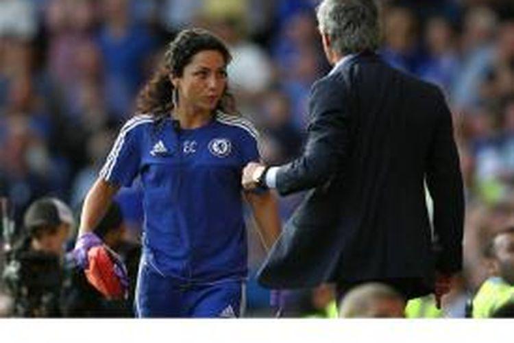 Fisioterapis Chelsea, Eva Carneiro (kiri) dan manajer Jose Mourinho.