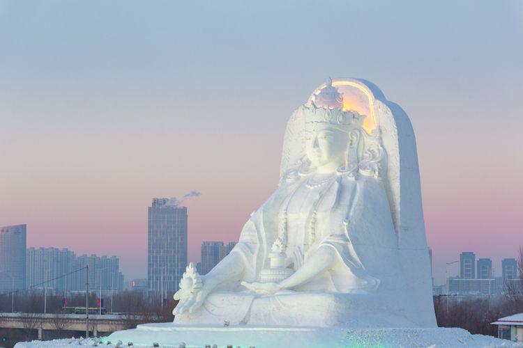 Salah satu patung dari salju dan es yang berada di Harbin International Ice Festival
