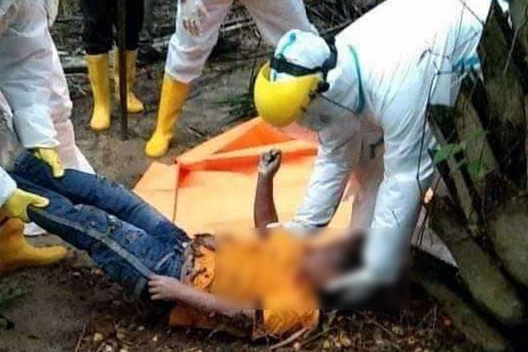 Jasad korban Erlangga (8) yang dibunuh oleh pacar ibunya sendiri saat ditemukan di kebun sawit. (FOTO: Dok. Polda Lampung)