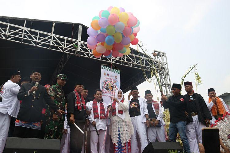 Acara Gelar Seni Budaya Kampung Silat Rawa Belong resmi dibuka oleh Kasudin Pariwisata dan Budaya Jakarta Barat, Ahmad Syaropi dan Anggota DPD RI Jakarta, Fahira Idris, Sabtu (12/10/2019).