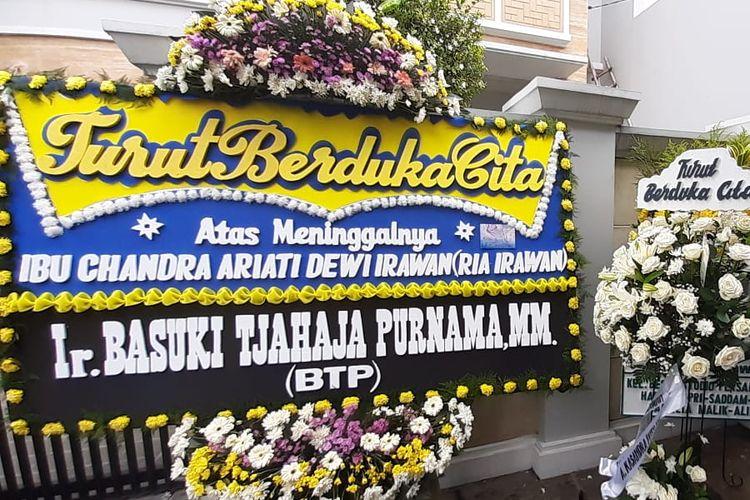 Komisaris Utama Pertamina Basuki Tjahaja Purnama memberikan karangan bunga duka cita atas meninggalnya Ria Irawan pada Sabtu (6/1/2020).