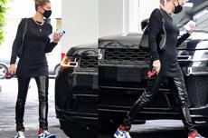 Hailey Bieber Cantik dengan Air Jordan 1 Berharga