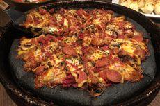 Pizza Warna Coklat Sudah Biasa, Bagaimana Rasanya Bila Warna Hitam?