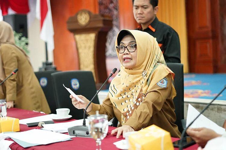 Wali Kota Bontang Neni Moerniaeni Rakor Penanganan Kasus Covid-19 dan membentuk  Gugus Tugas Percepatan Penanganan Corona di Bontang, Kalimantan Timur, Selasa (17/3/2020).