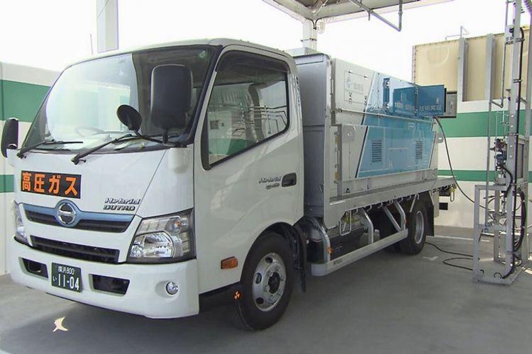 Truk yang mendistribusikan hidrogen hasil Hama-Wing untuk konsumsi Kota Yokohama