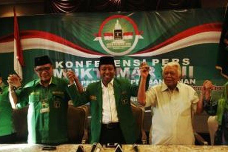 Waketum DPP PPP Suharso Monoarfa, Waketum DPP PPP Emron Pangkapi, Ketua Umum DPP PPP M Romahurmuziy, Ketua Majelis Pakar DPP PPP Barlianta Harahap, dan anggota Mahkamah Partai DPP PPP Machfudhoh Aly usai memberikan keterangan kepada wartawan saat Muktamar VIII PPP di Empire Hotel, Surabaya, Jawa Timur, Kamis (16/10/2014). Muktamar itu diselenggarakan oleh kubu Romahurmuziy cs.
