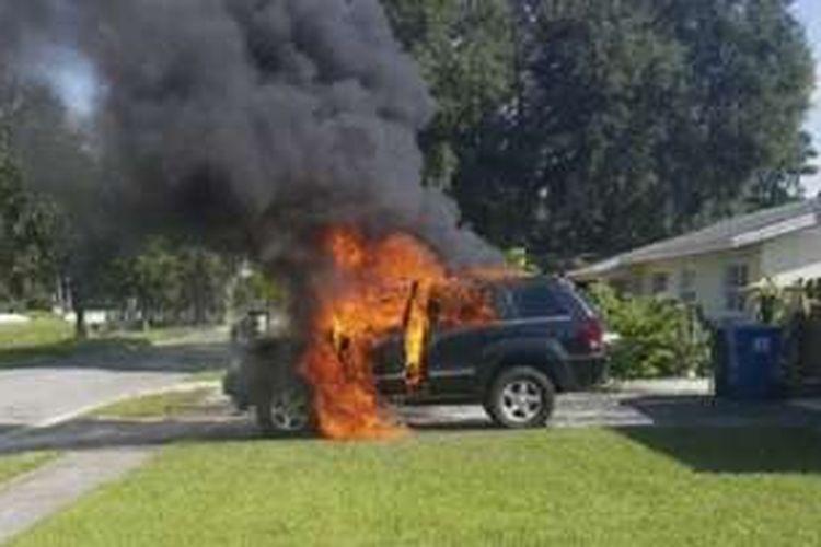Jeep terbakar diduga karena Samsung Galaxy Note 7