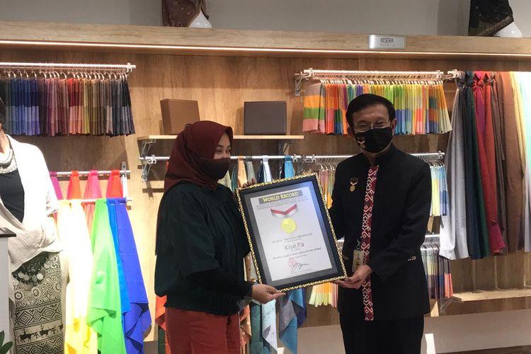 Kisera meraih dua sertifikat untuk hijab travelernya. Yakni kerudung empat warna pertama di Indonesia serta kerudung dengan varian warna terbanyak.