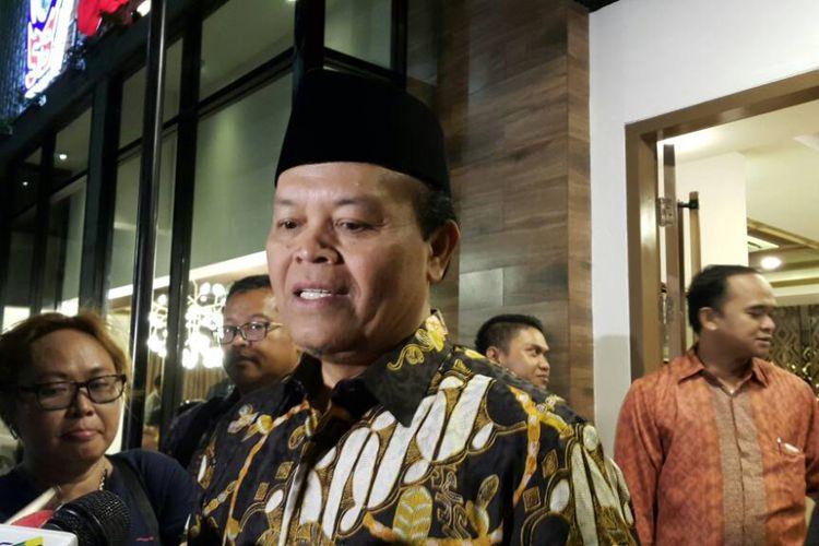 Wakil Ketua Majelis Syuro PKS, Hidayat Nur Wahid seusai acara makan bersama di sebuah rumah makan Padang di Jalan Panglima Polim, Jakarta Selatan, Minggu (30/4/2017) malam.