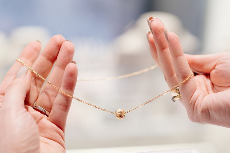 Ilustrasi perhiasan emas
